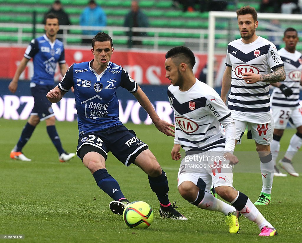 Troyes' French midfileder Jessy Py (L) vies for the ball with Bordeaux' French forward Adam Ounas (R) during the French L1 football match between Troyes (ESTAC) and Bordeaux (FCGB) on April 30, 2016 at the Aube Stadium in Troyes, eastern France.