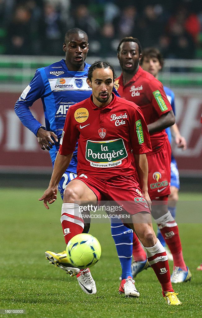 Troyes' midfielder Granddi Ngoyi (L) vies with Brest's French midfielder Bruno Grougi (R) during the French L1 football match Troyes vs Brest on January 26, 2013 at the Aube stadium in Troyes. PHOTO