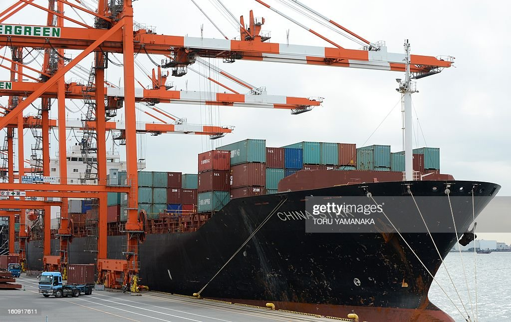 A truck carries a containers unloaded from a container ship at a pier in Tokyo on February 8, 2013. Japan booked a 2.8 billion USD current account deficit for December as exports to China and Europe slumped, while a full-year surplus was the lowest in almost three decades, official data showed. AFP PHOTO/Toru YAMANAKA