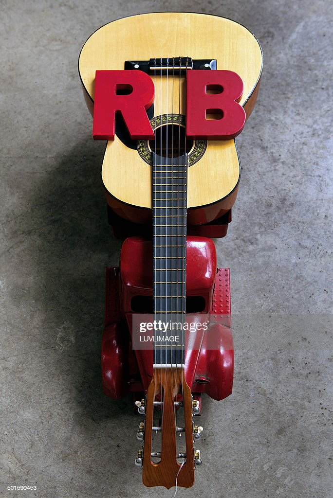 Truck carrying giant guitar