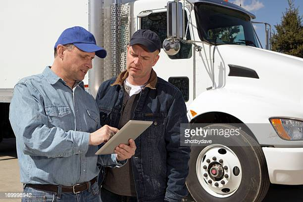 LKW-Fahrer und Computer