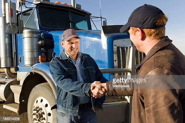 Les conducteurs de camions Poignée de main
