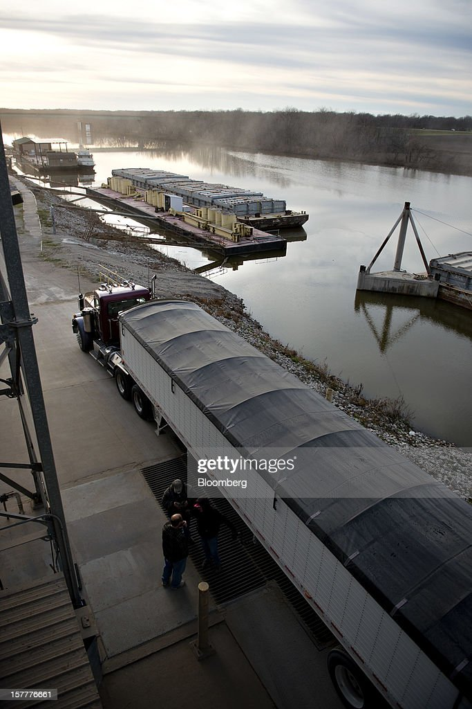 A truck drops off a load of soybeans at the Gateway FS elevator on the Kaskaskia River, a tributary of the Mississippi River, in Evansville, Illinois, U.S., on Wednesday, Dec. 5, 2012. U.S. farmers, facing aftershocks of the worst drought in 50 years, are improvising alternative plans for corn, soybeans and other grains that won't be moving to world markets as the Mississippi River dries up. Photographer: Daniel Acker/Bloomberg via Getty Images