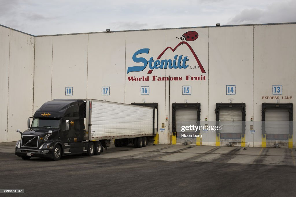 A truck is loaded for delivery at the Stemilt Growers packing facility in Wenatchee, Washington, U.S., on Wednesday, Sept. 20, 2017. Smoke from wildfires in the Cascade Mountains troubled pear pickers in the Wenatchee Valley and Northcentral Washington in mid September. However it benefits the fruit by cooling down temperatures and tends to delay maturity. Photographer: David Ryder/Bloomberg via Getty Images