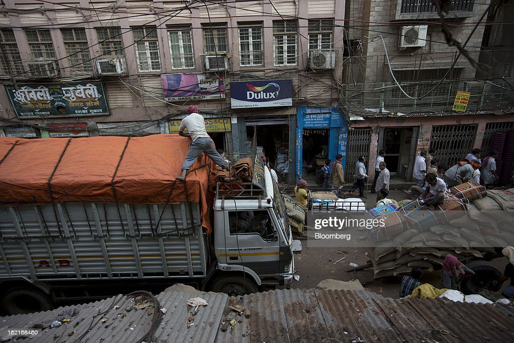 A truck is loaded with goods in the Burrabazar area of Kolkata, India, on Tuesday, Feb. 19, 2013. India's slowest economic expansion in a decade is limiting profit growth at the biggest companies even as foreigners remain net buyers of the nation's stocks, according to Kotak Institutional Equities. Photographer: Brent Lewin/Bloomberg via Getty Images