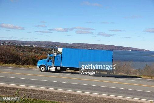 Camión en la carretera : Foto de stock