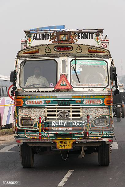 Truck on the road to Sanchi