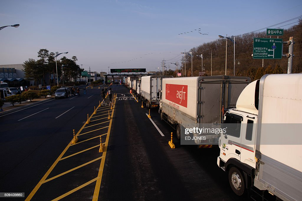 Trucks line up to enter a checkpoint leading to the Kaesong joint industrial zone, in Paju on February 11, 2016. South Korea said it would suspend operations at the Kaesong joint industrial complex in North Korea to punish Pyongyang for its latest rocket launch and nuclear test. AFP PHOTO / Ed Jones / AFP / ED JONES