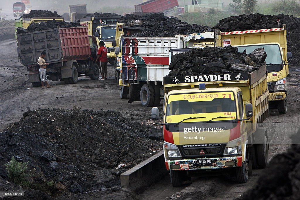 Trucks queue to unload coal at a storage area of the PT Exploitasi Energi Indonesia open pit coal mine in Palaran, East Kalimantan province, Indonesia, on Friday, Sept. 13, 2013. Prices of power-station coal in Indonesia, the worlds biggest exporter, may be little changed in coming weeks, according to Bloomberg News survey. Photographer: Dadang Tri/Bloomberg via Getty Images