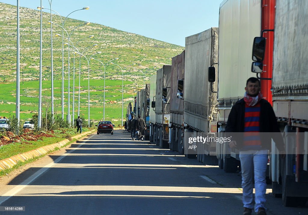 Trucks wait at the Cilvegozu border crossing between Turkey and Syria near Hatay on February 13, 2013 in the vicinity of the site where a vehicle exploded on February 11 in the buffer zone between Turkey and Syria. Fourteen people died in the blast. AFP PHOTO/MIRA