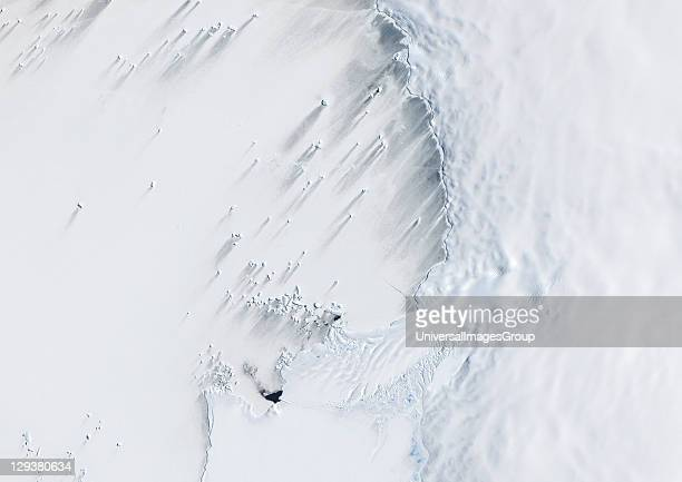 True colour satellite of Pine Island Bay in the Amundsen SeaThe blakek mark crossing the image shows the limit between the indlansis of the Wallgreen...