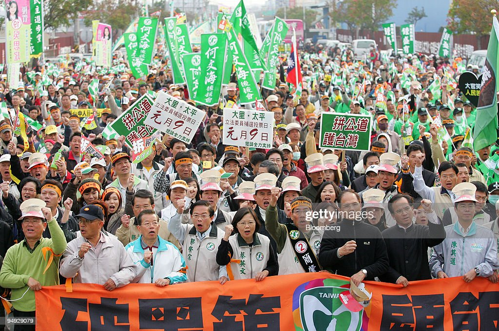 Demonstrators Rally Against Chen Yunlin