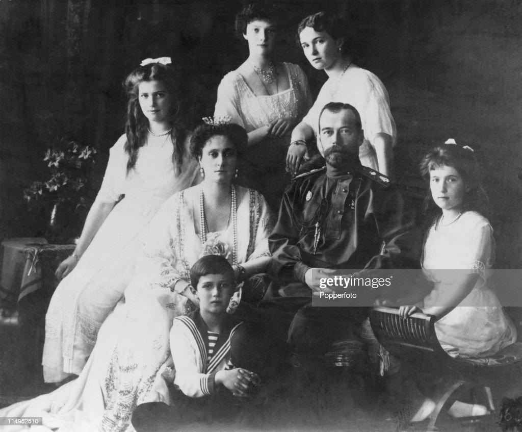 Tsar Nicholas II (1868 - 1918) and Alexandra Feodorovna of Russia (1872 - 1918) with their children Olga, Tatiana, Maria, Anastasia and Alexei, circa 1914.