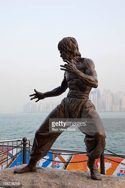 tsim sha tsui, avenue of stars, bruce lee statue