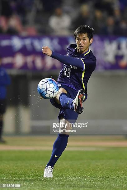 Tsukasa Shiotani of Sanfrecce Hiroshima kicks the ball during the AFC Champions League Group F match between Sanfrecce Hiroshima and Shandong Lueng...