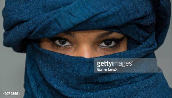 Tuareg girl, Targia, veiled with Chech fabrics, eyes, Algeria