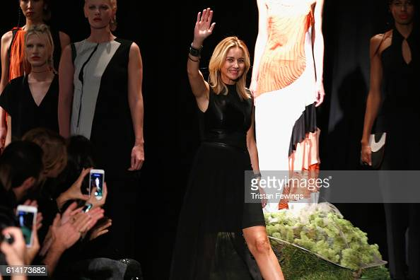 Tuba Ergin receives applause at the Tuba Ergin presentation during MercedesBenz Fashion Week Istanbul at Zorlu Center on October 12 2016 in Istanbul...