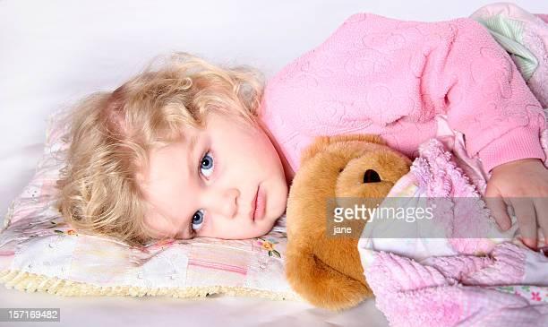 filles ados qui dorment au lit photos et images de collection getty images. Black Bedroom Furniture Sets. Home Design Ideas