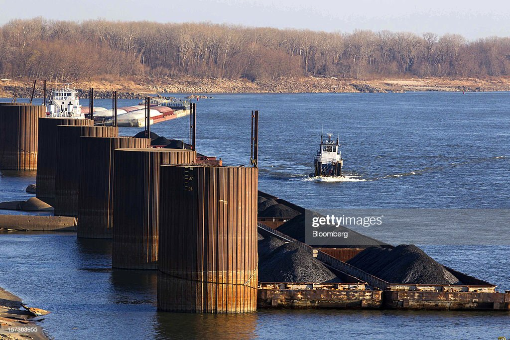A tugboat passes barges filled with coal along the Mississippi River at Knight Hawk Coal LLC in Chester, Illinois, U.S., on Friday, Nov. 30, 2012. The family-owned Knight Hawk employs 400 people and has another 300 contractors, including about 140 truck drivers. The company has never had layoffs since it opened in 1998, said Andrew Carter, vice president of sales and distribution. A blocked Mississippi could change that. Photographer: Whitney Curtis/Bloomberg via Getty Images