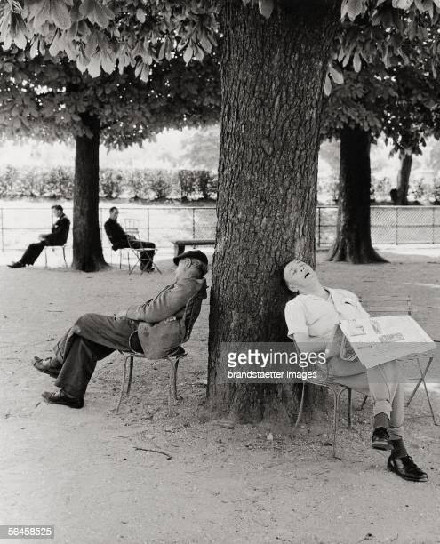 Tuileries gardens Photography Paris 1957 [In den Tuilerien Photographie Paris 1957]