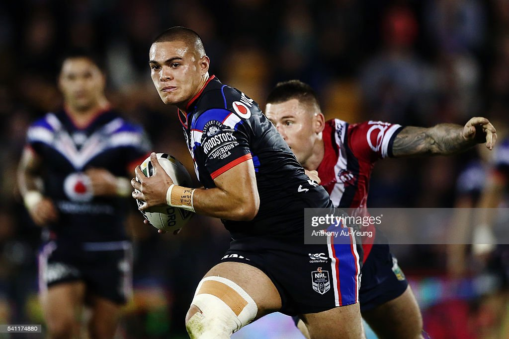 Tuimoala Lolohea of the Warriors beats the tackle from Shaun Kenny-Dowall of the Roosters during the round 15 NRL match between the New Zealand Warriors and the Sydney Roosters at Mt Smart Stadium on June 19, 2016 in Auckland, New Zealand.