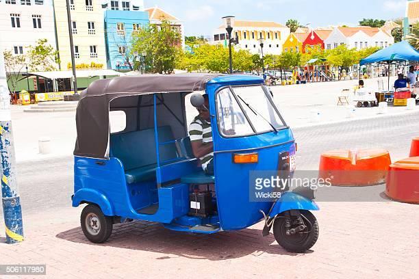 Tuk-Tuk, le Taxi chaleureusement pour les passagers