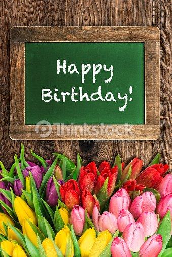 Flores De Tulipan Y Vintage Chalkboard Feliz Cumpleanos Foto De