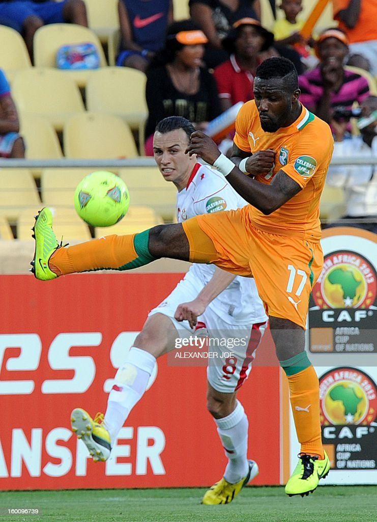 Tunisia Midfielder Chadi Hammami (L) vies with Ivory Coast defender Siaka Tiene during the 2013 African Cup of Nations football match Ivory Coast vs Tunisia in Rustenburg on January 26, 2013 at Royal Bafokeng Stadium in a Group D match. Ivory Coast won 3-0.