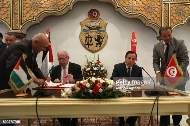 Tunisian Foreign Minister Khemaies Jhinaoui and Palestinian Foreign Minister Riyad alMaliki sign bilateral agreements between Palestine and Tunisia...