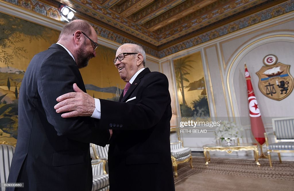 Tunisian President Beji Caid Essebsi (R) greets European Parliament President Martin Schulz at the Carthage Palace in Tunis on February 10, 2016. Schulz in on the final day of his three-day visit to Tunisia. / AFP / FETHI BELAID
