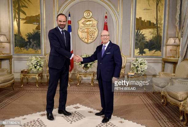 Tunisian President Beji Caid Essebsi greets French Prime Minister Édouard Philippe on October 5 2017 in Tunis Philippe in on one day official visit...
