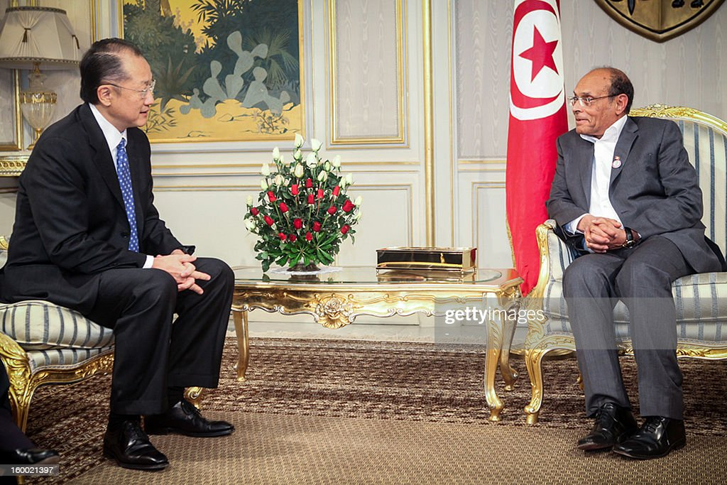 Tunisian President Moncef Marzouki (R) talks with the President of the World Bank Jim Yong Kim on January 23, 2013 in Tunis. Kim is on 2 day official visit to Tunisia to discuss boosting economic growth.
