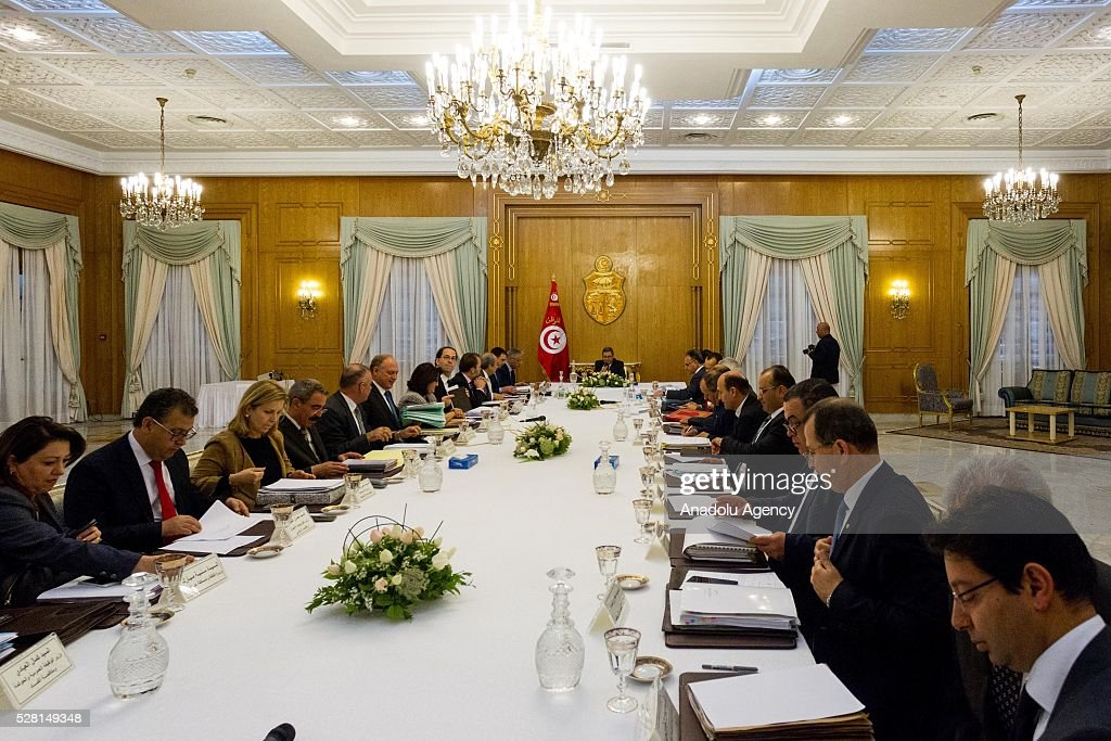 Tunisian Prime Minister Habib Essid (C) chairs a cabinet meeting at Carthage Palace in Tunis, Tunisia on May 4, 2016.