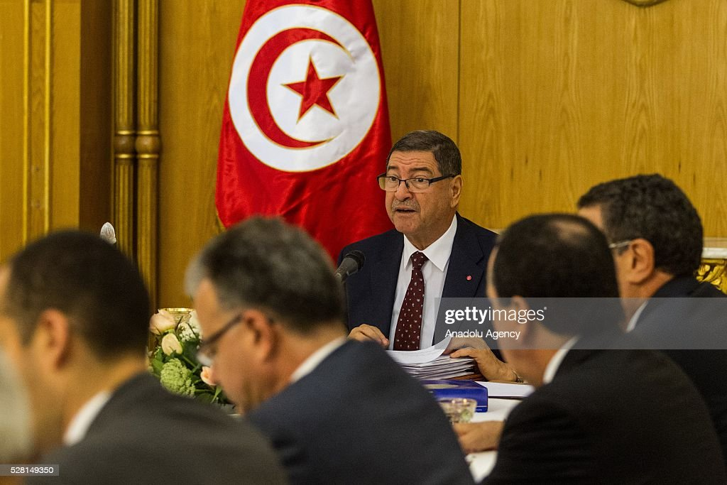 Tunisian Prime Minister Habib Essid (C) delivers a speech during ministerial cabinet meeting at Carthage Palace in Tunis, Tunisia on May 4, 2016.