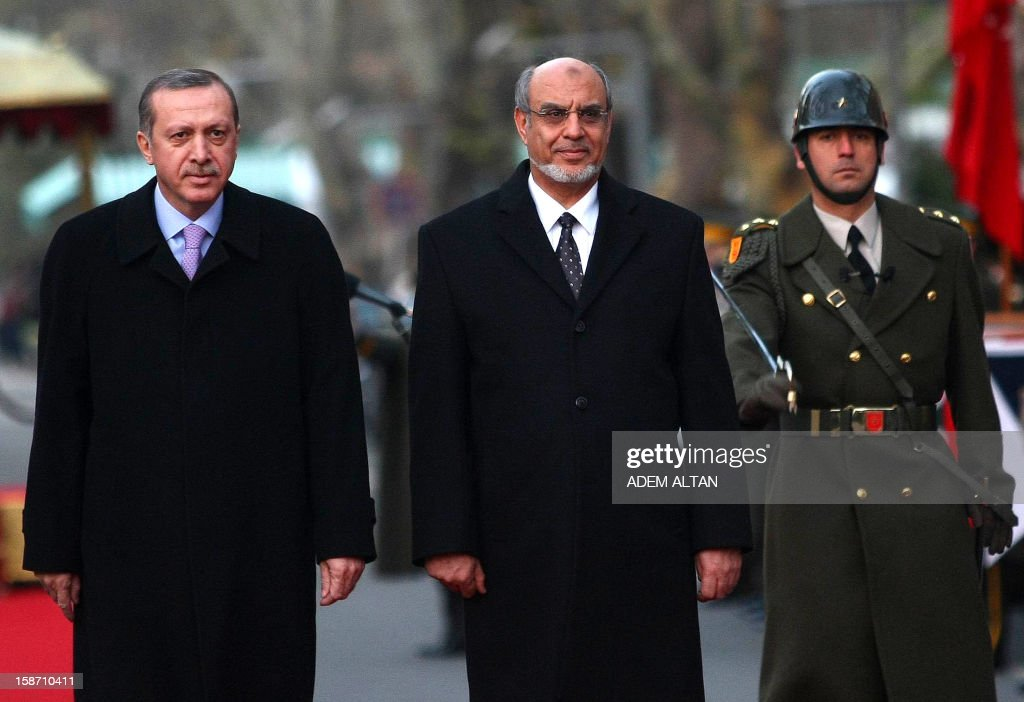Tunisian Prime Minister Hamadi Jebali (R) and his Turkish counterpart Recep Tayyip Erdogan (L) review an honor guard during a welcoming ceremony in Ankara on December 25, 2012. AFP PHOTO/ADEM ALTAN
