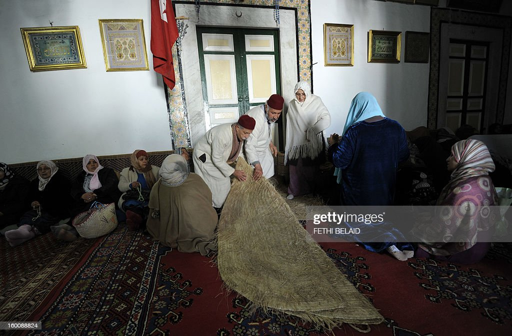 Tunisian Sufi women and men are seen inside the compound of the shrine of Sidi Belhassen Chedly, following weekly prayers, on January 26, 2013, in Tunis. Tunisia's government has promised to implement 'emergency' measures to protect Sufi Muslim mausoleums, which have been targeted in a number of suspected hardline Islamist attacks, the culture minister said. AFP PHOTO / FETHI BELAID Sufi leaders soretent the mausoleum of Sidi Bellahsen Chadly after having completed their weekly ritual on January 26, 2013 in Tunis. The Tunisian government has promised to day measures 'emergency' to protect Sufi shrines covered by dozens of attacks, an announcement Saturday called 'positive' by the Union but tradive Sufi Tunisia accuses Salafi factions of these rampages .