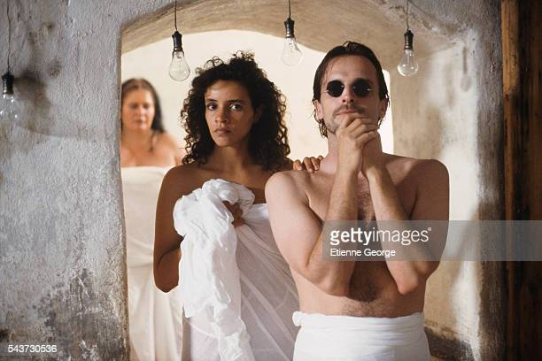Tunisianborn actress Amina Annabi and Panamanian actor Miguel Bose on the set of La Nuit sacree directed by Nicolas Klotz and based on the Tahar Ben...