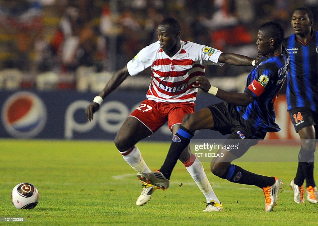 Tunisian's Club Africain striker Izikel Ndousiel (L) vies with Angola's Inter Club forward Antonio Lohoca (R) during their African Confederation Cup group B football match at Menzah Olympic stadium, in Tunis on August 13, 2011.