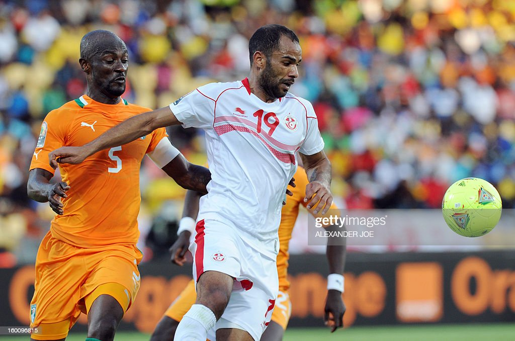 Tunisia's forward Saber Khlifa vies with Ivory Coast's midfielder Didier Zokora during the 2013 African Cup of Nations football match Ivory Coast vs Tunisia in Rustenburg on January 26, 2013 at Royal Bafokeng Stadium. Ivory Coast won 3-0.