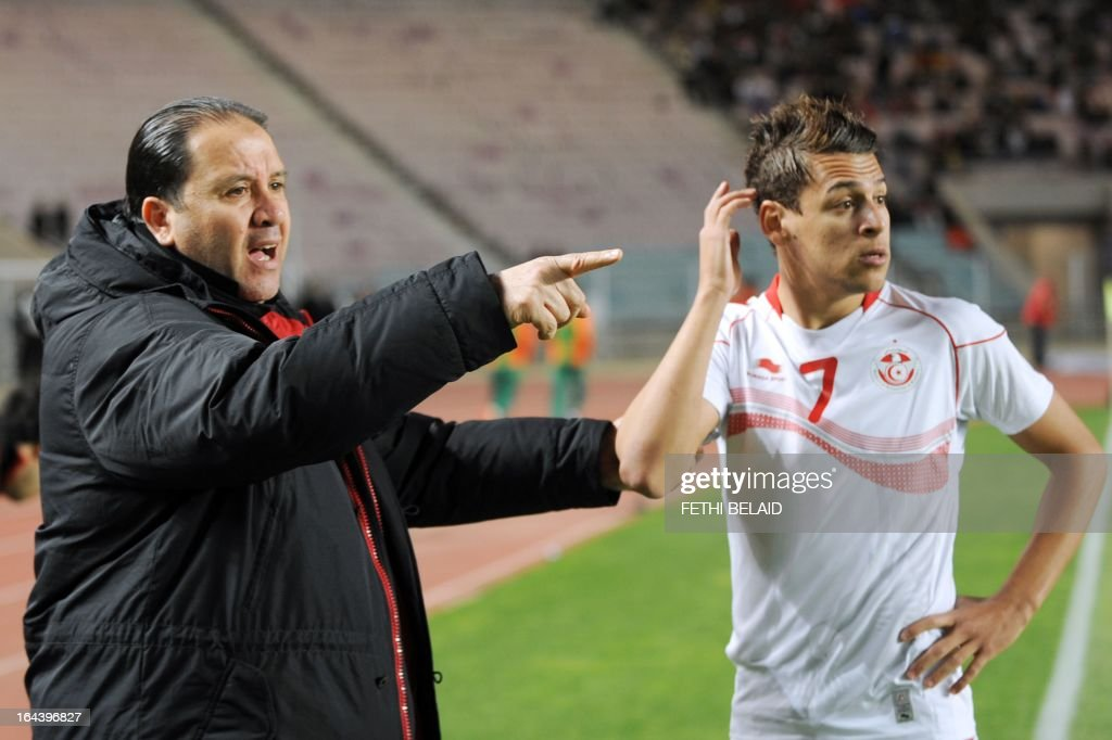 Tunisia's head coach Nabil Maaloul (L) speaks with his striker Youssef Msakni during their FIFA 2014 World Cup qualifying match against Sierra Leone on March 23, 2013 at the Rades stadium in Tunis. Tunisia won 2-1.