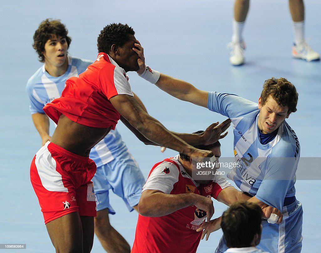 Tunisia's left back Wael Jallouz (L) vies with Argentina's left wing Federico Fernandez (R) during the 23rd Men's Handball World Championships preliminary round Group A match Argentina vs Tunisia at the Palau Sant Jordi in Barcelona on January 18, 2013.