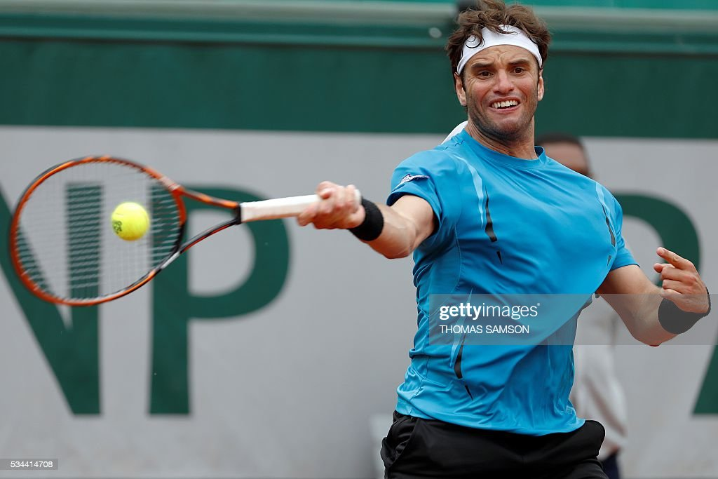Tunisia's Malek Jaziri returns the ball to Czech Republic's Tomas Berdych during their men's second round match at the Roland Garros 2016 French Tennis Open in Paris on May 26, 2016. / AFP / Thomas SAMSON