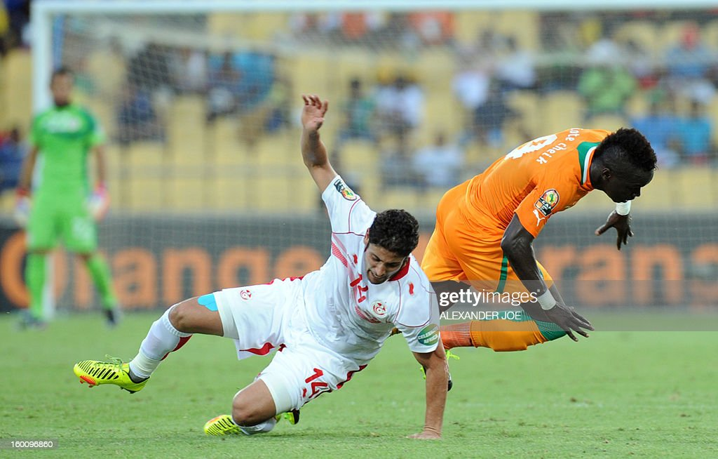 Tunisia's midfielder Mejdi Traoui (L) vies with Ivory Coast's midfielder Cheick Tiote during the 2013 African Cup of Nations football match Ivory Coast vs Tunisia in Rustenburg on January 26, 2013 at Royal Bafokeng Stadium. Ivory Coast won 3-0.