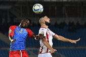 Tunisia's midfielder Youssef Msakni heads the ball with Democratic Republic of the Congo's defender Issama Mpeko during the 2015 African Cup of...