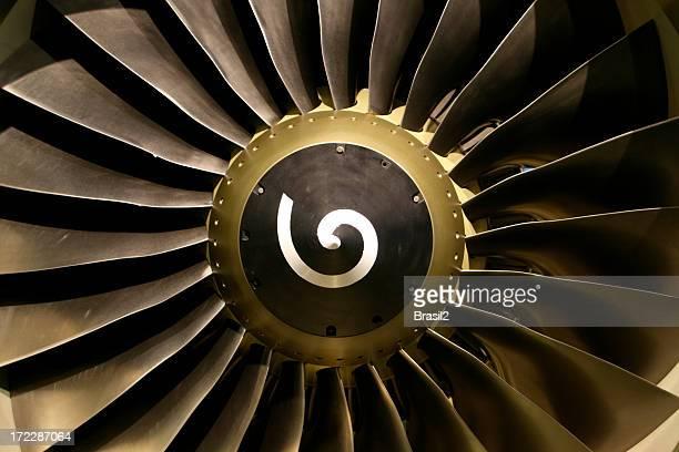 Turbine moving with engine blades