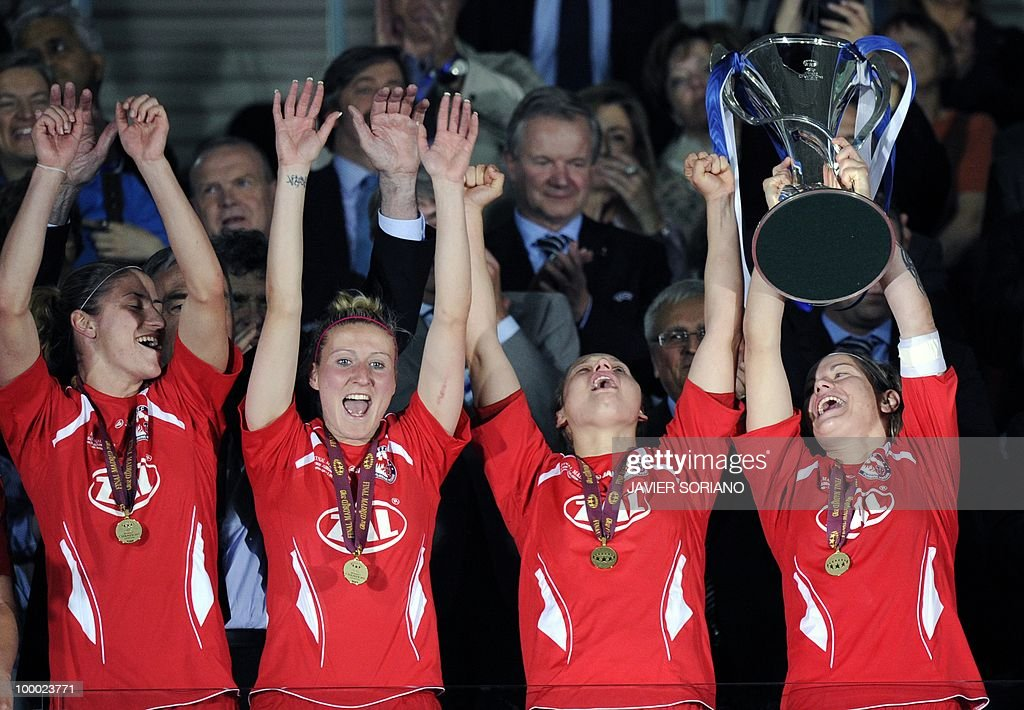 FFC Turbine Potsdam's football players celebrate after wining their UEFA women's Final Champions League football match against Olympique Lyonnais at...