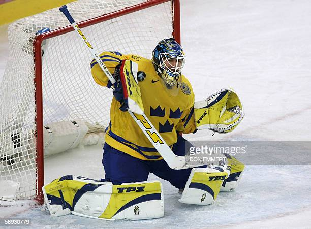Sweden's goalie Henrik Lundqvist makes a save during the 2006 Winter Olympic ice hockey men's semifinal game between Sweden and Czech Republic 24...