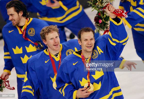 Swedish players celebrate their gold medal at the end of the 2006 Winter Olympic ice hockey gold medal game between Finland and Sweden 26 February...