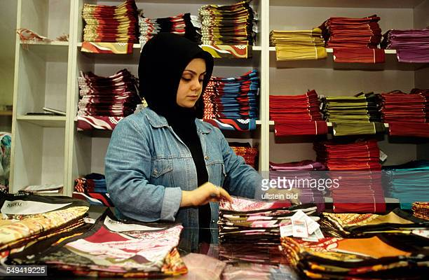 TEKBIR is specialized in fashion for muslims sales girl