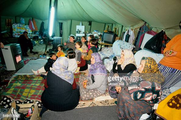 TUR Turkey Mittelmeer Duezce After the earthquake Children sleeping next to their grandmother in the large tent Kaynasil near Dueze